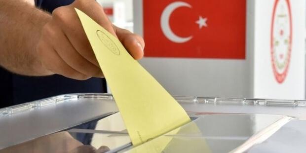 """AK Parti'nin Referandum Anketinde """"Evet"""" Önde Gidiyor"""