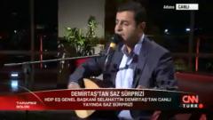 Demirtaş Canlı Yayında Saz Çaldı, Türkü Söyledi